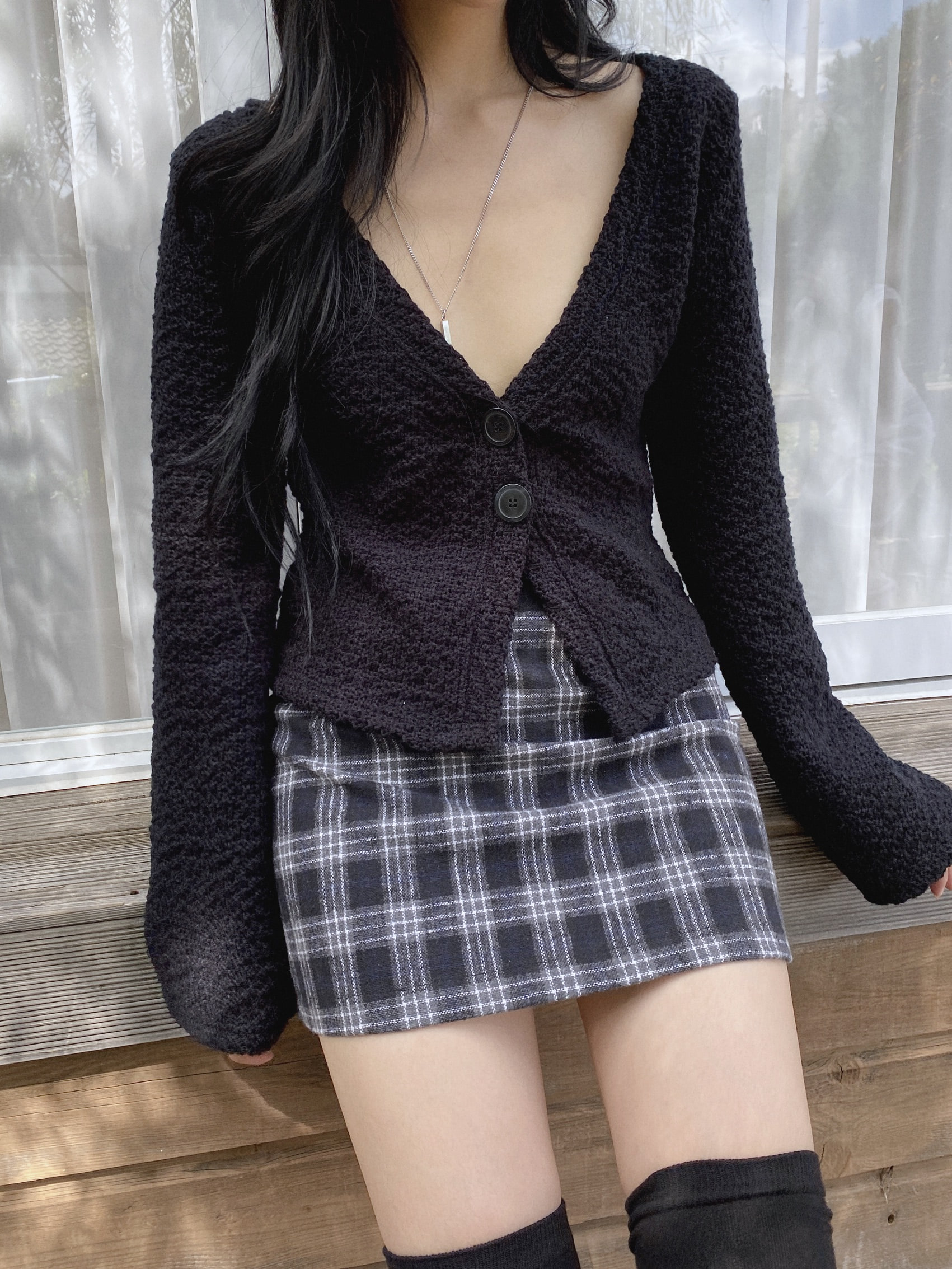 two button cardigan.tht (bk)